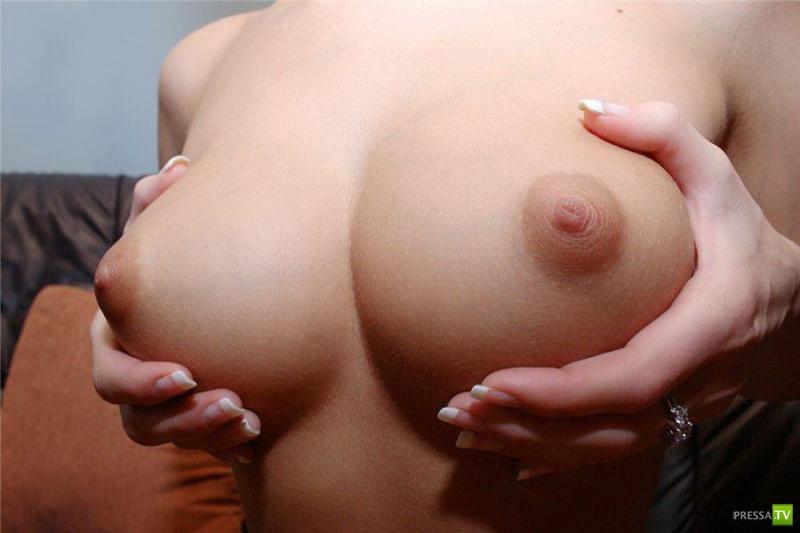 Фотки красивая маленькая грудьс большими сосками бесплатно 9 фотография