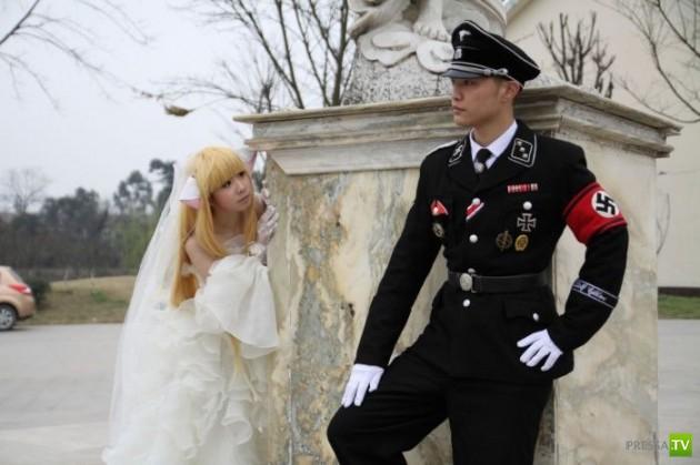 Японская молодежь стала играть фашистские свадьбы (14 фото)