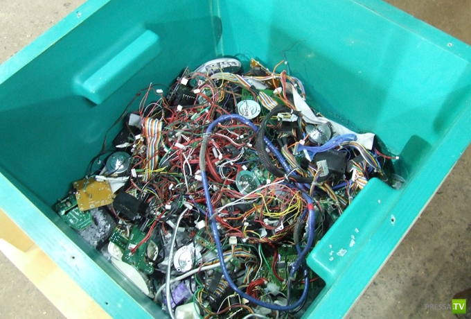 N+ew - стул из отходов электроники