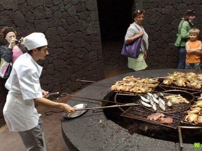 Стейк, пожаренный на вулкане... Ресторан El Diablo...