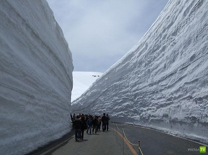 Альпийское шоссе Татеяма Куробе и снежная стена в Японии (15 фото)
