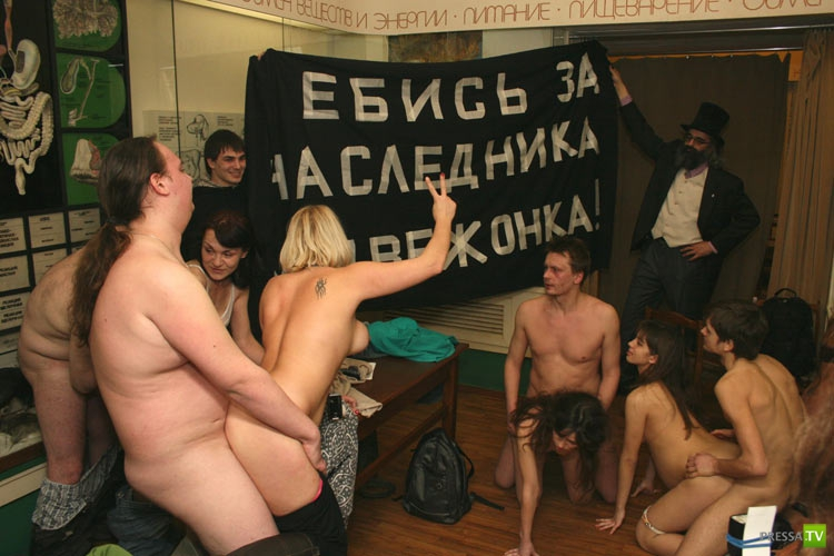 tolokonnikova-seks-v-muzee