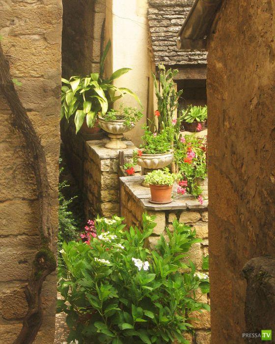 Ла-Рок-Гажа́к, (фр. La Roque-Gageac) - красивая французская деревня (21 фото)