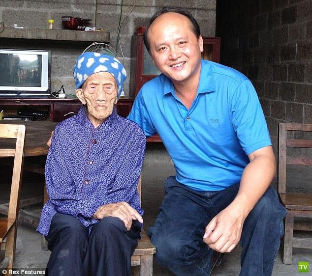 Женщина отметила 127-й день рождения (6 фото)