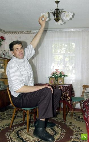 Самый большой человек в мире ... (2 фото)