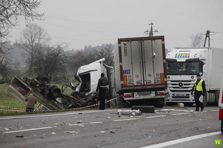 Авария с участием шести автомобилей в Польше. Трое погибших... Жесть!!!