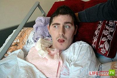 У парализованного русского парня, потерявшего память в Турции, нашлись родственники в России (3 фото)