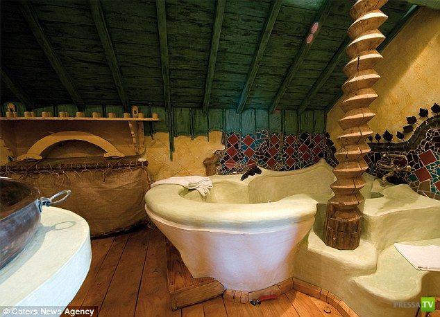 Настоящий Троянский конь!!! Необычный отель в Бельгии (15 фото)