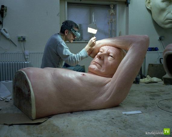 Гиперреалист Рон Мьюек и его скульптуры (10 фото)