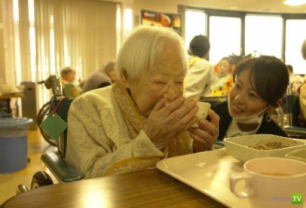 114-летняя Мисао Окава из Токио - самая старая жительница нашей планеты (6 фото)