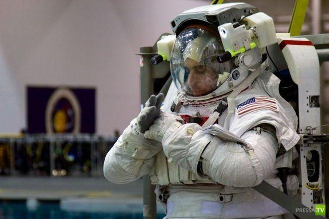 Где американских астронавтов учат выходить в открытый космос - база NASA (23 фото)