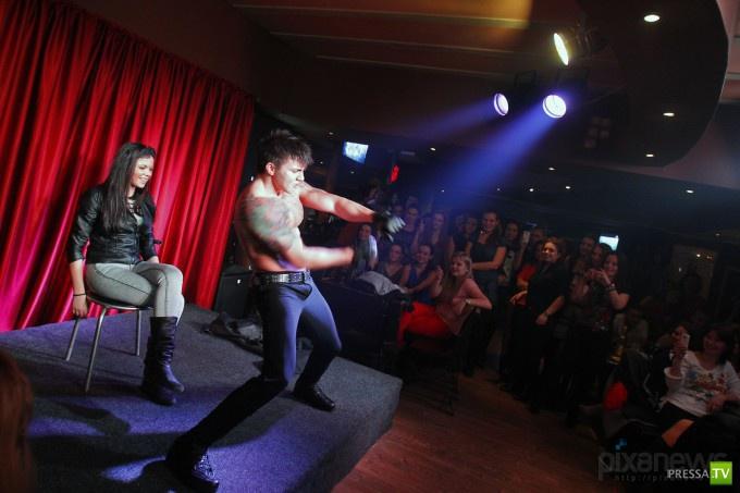 Встреча весны в румынском стриптиз-клубе (9 фото)