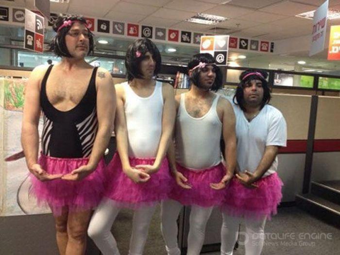 Странные люди в необычных нарядах (41 фото)