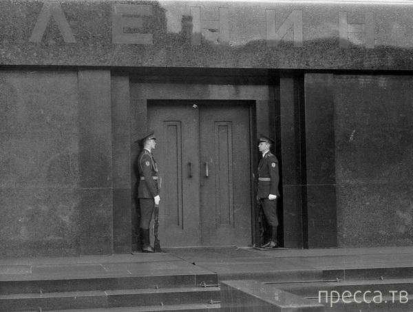 Покушение на мумию В.И.Ленина (3 фото)
