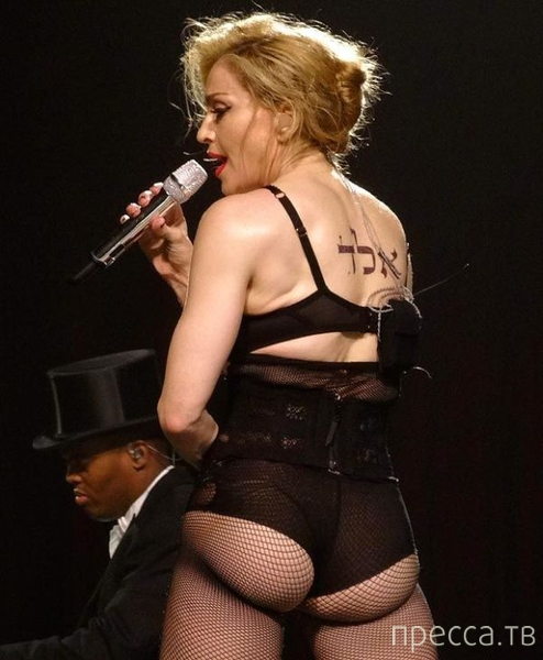 Очередной вызывающий наряд Мадонны на концерте... (5 фото)