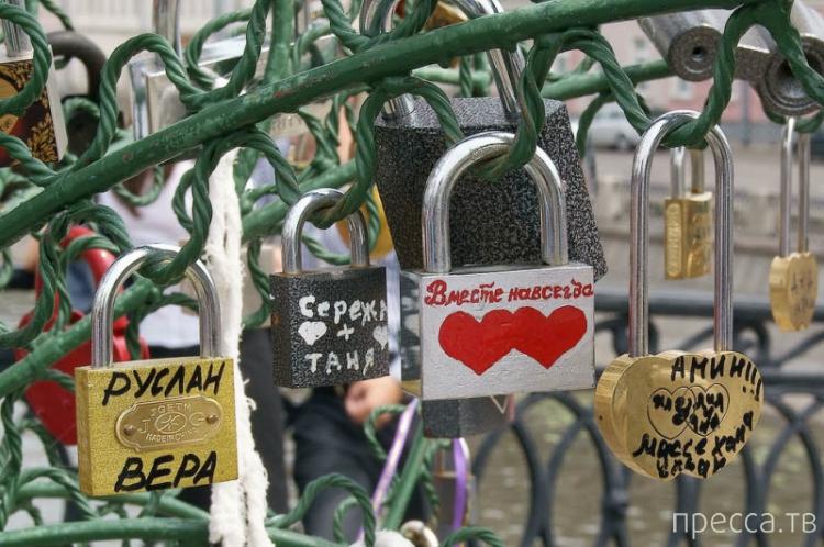 Мост любви в Москве (7 фото)