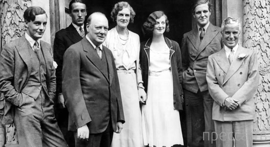 Мир вспоминает великого комика. Чарли Чаплину исполнилось бы 124 года (6 фото)