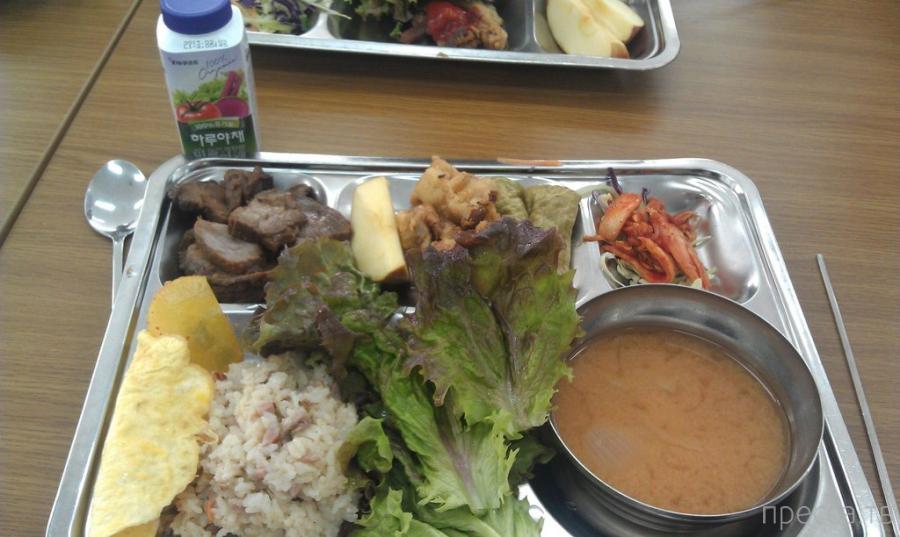 Обед в частной школе в Южной Корее (8 фото)