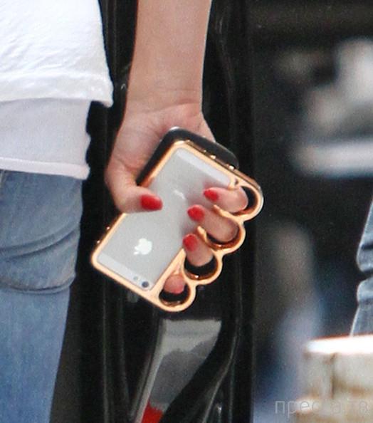 Необычный и опасный айфон Кэмерон Диас (6 фото)