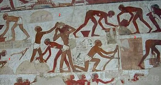 Бетонные пирамиды в Египте (8 фото)