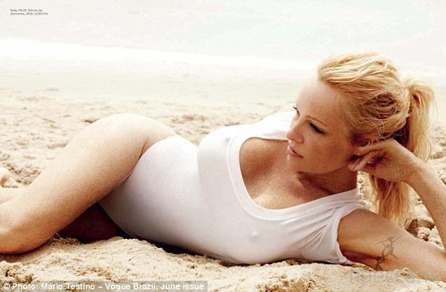 Памела Андерсон разделась для «Vogue» (6 фото)