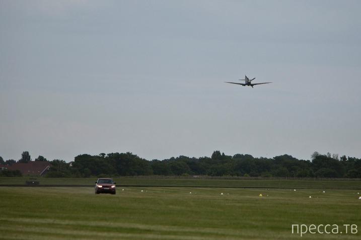 Гонка между самолетом и автомобилем (3 фото + видео)