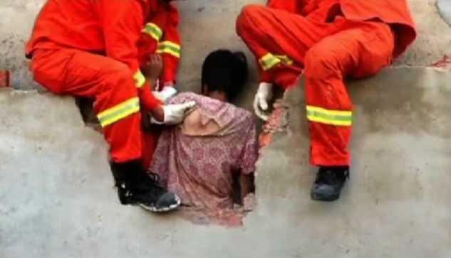 Местные жители не помогли женщине, посчитали ее привидением (4 фото)