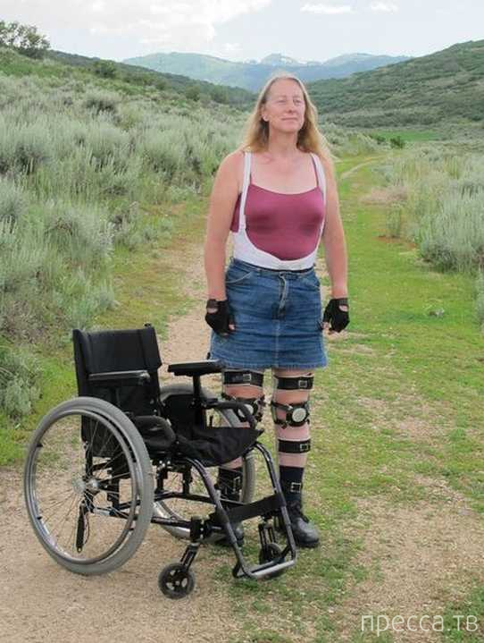 Здоровая женщина мечтает оказаться прикованной к инвалидной коляске (2 фото + видео)