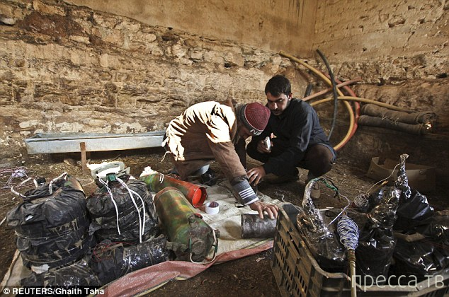 Голь на выдумки хитра - самодельное оружие сирийских боевиков (8 фото)