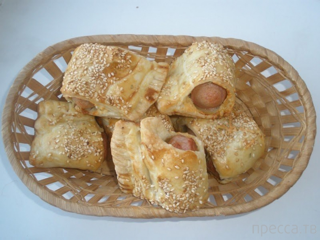 Вкуснятинка:  Сосиски в тесте по рецепту Дж. Оливера (6 фото)