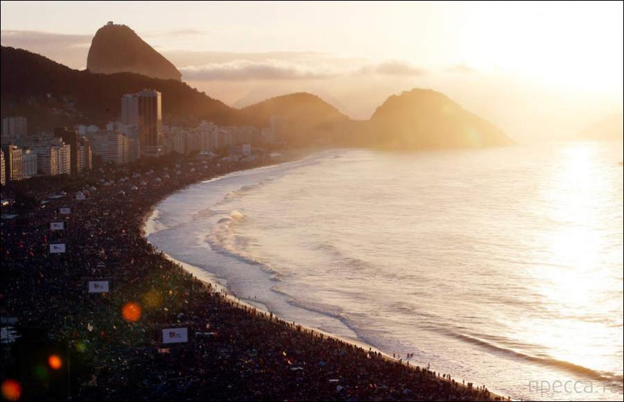 Как выглядит пляж Копакабана, когда приезжает Папа Римский (4 фото)