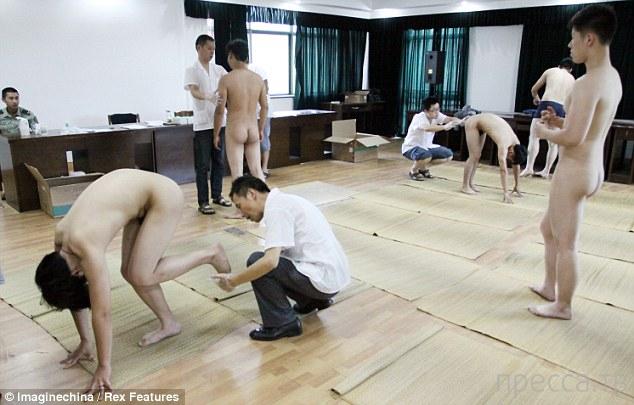 Китайский военкомат набирает призывников... (9 фото)