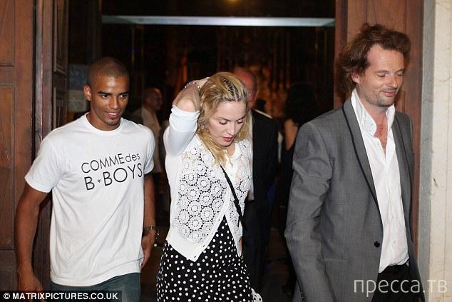 Мадонна с инкрустированными зубами и бойфрендом (3 фото)