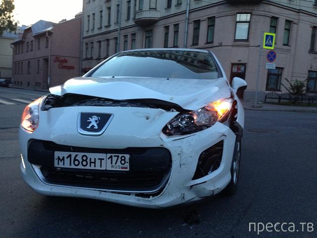Водитель  BMW болтал по телефону... ДТП на перекрестке Инструментальной ул. и Аптекарского пр., Санкт-Петербург