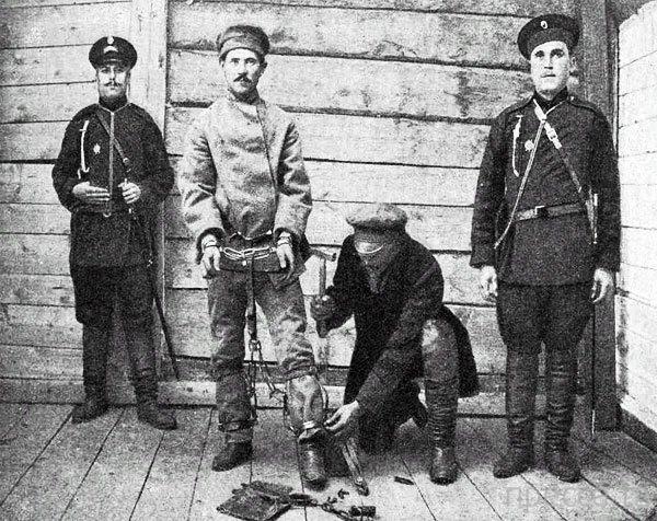 Откуда пошли 7 самых известных русских оскорблений (7 фото)