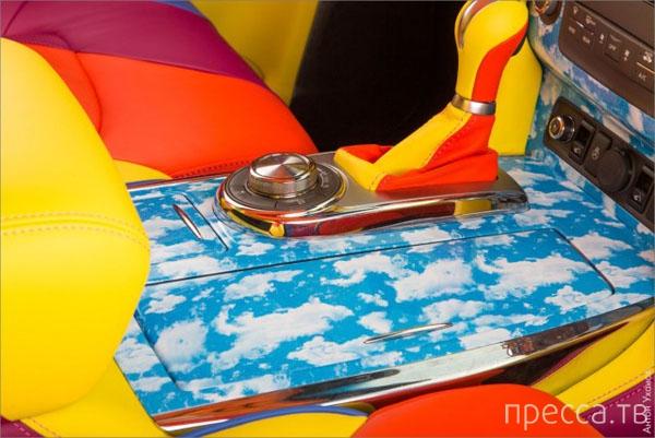 Необычный радужный тюнинг Infiniti QX56 (12 фото)