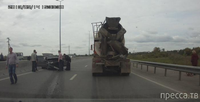 Нетрезвый водитель ВАЗ-2114 влетел в отбойник... ДТП на Красавинском мосту, Пермь