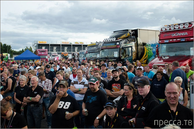 Фестиваль впечатляющих грузовиков (26 фото + видео)