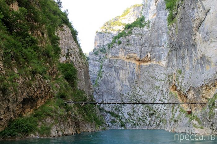 Прогулка по каньону Пивского озера в Черногории (25 фото)