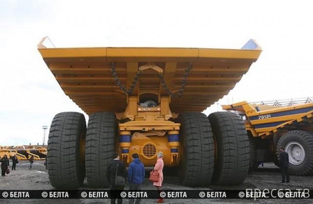 «БелАЗ» выпустил самый большой в мире самосвал ... (4 фото)