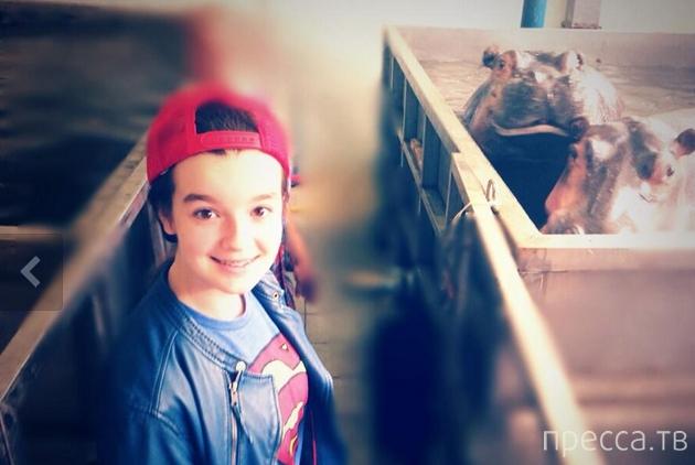 13-летняя дочь Стриженовых появилась на публике с вызывающим макияжем (4 фото)