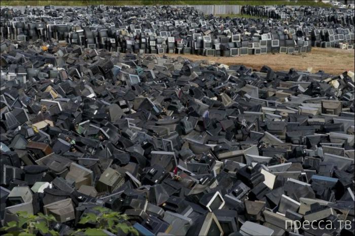 Кладбище телевизоров на окраине китайского города Чжучжоу (6 фото)
