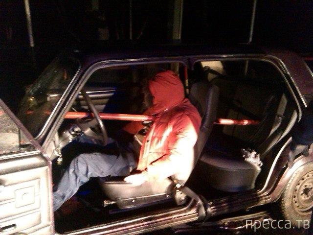 Жесть из Удмуртии!!! Труба проткнула авто и вышла через водителя... Видео нет