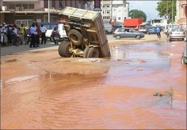 Неудачи на дорогах - прикольные фотографии (20 фото)