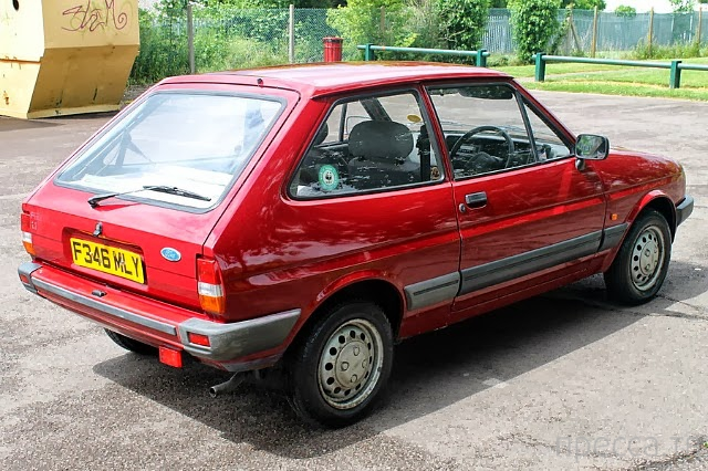 Старый Ford Fiesta превратился в настоящего трансформера (4 фото)