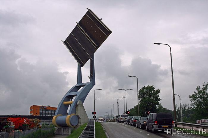 """Необычный """"Летающий мост"""" в Нидерландах (6 фото + видео)"""