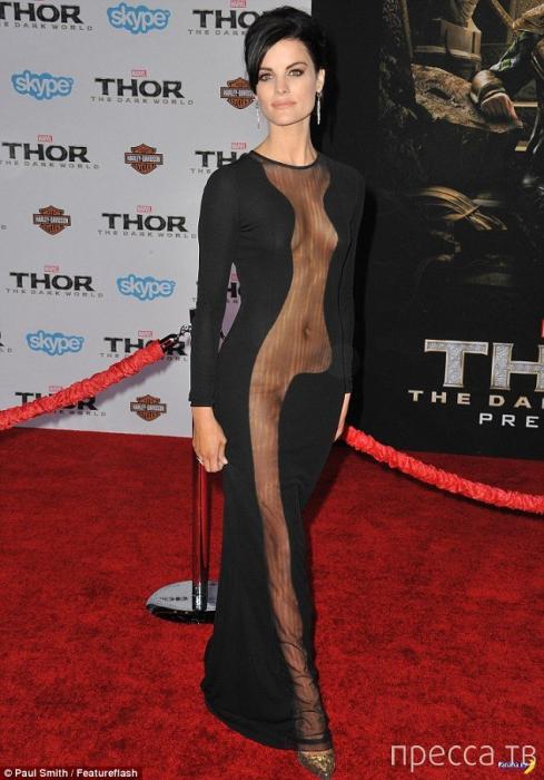 Вызывающее платье Джейми Александр (7 фото)