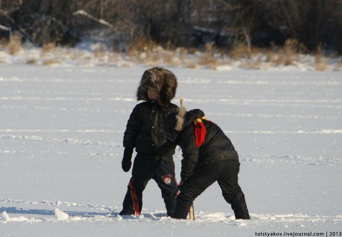 Мунха - традиционная зимняя рыбалка якутов (16 фото)