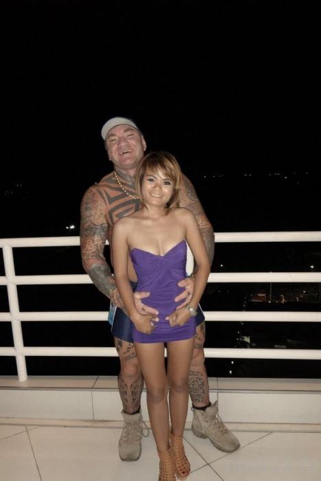 Веселая жизнь австралийского сутенера в Таиланде (13 фото)
