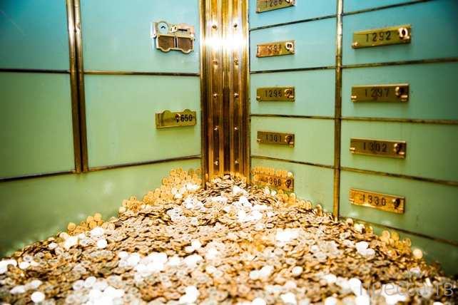 Сейф ручной работы, наполненный 8 миллионами монет, выставлен на аукцион (4 фото + видео)